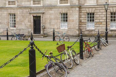 Bicycle parking at Courtyard Trinity College in Dublin, Ireland. Trinity college campus. Banco de Imagens