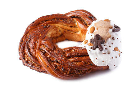 Sweet Bread Wreath isolated on white background. Honey brioche garland with chocolate and nuts. Holiday recipes. Braided Bread. Cinnamon Twist Bread Wreath. Christmas Wreath Bread 写真素材