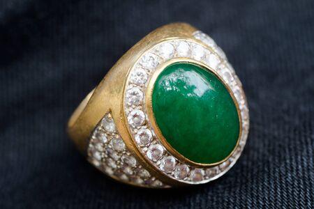 karat: Green jade with diamond ring