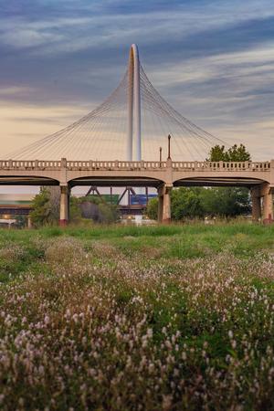 マーガレット ハント丘橋ダラス、テキサスからの夕日。