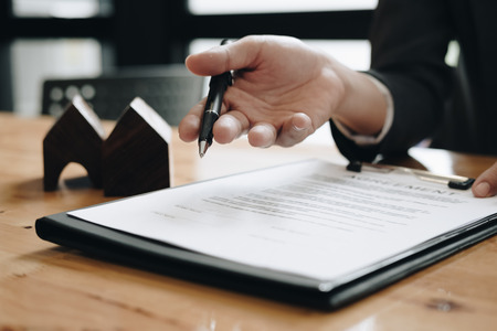 Estate agent need to sign agreement with his customer for rental house