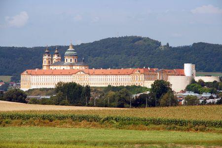 benedictine: Abad�a de Melk (Abad�a de Melk) - gran monasterio benedictino en Austria. Est� en la lista de la UNESCO Patrimonio de la Humanidad Foto de archivo