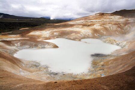Krafla zona volc�nica en el norte de Islandia. Lago de azufre  Foto de archivo - 7238148