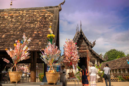 October 31, 2020, Chiangmai, Thailand. Money tree with The Kathin Festival is a traditional Buddhist festival celebrated by villagers. Colourful parades and offering ceremonies at Wat Ton Kwien, northern thailand. traditional concept 新聞圖片
