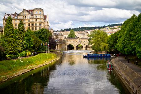 bañarse: Puente de Pulteney sobre el río Avon. Bath, Inglaterra