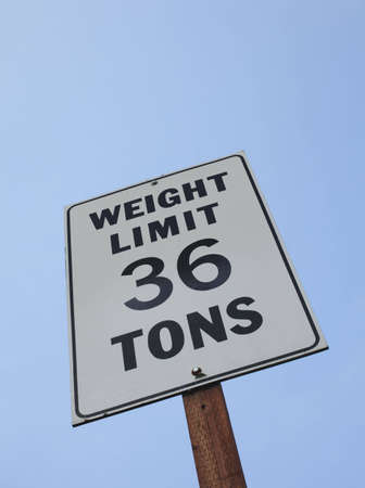 weight limit 36 ton sign