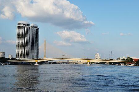 phraya: Rascacielos en el r�o Chao Phraya Bangkok Tailandia reino Foto de archivo