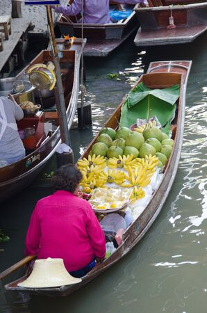 Floating market in Thailand Stock Photo - 18598742