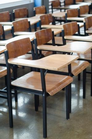나무 학교 의자