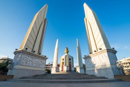 constitucion: Monumento de la democracia en Bangkok