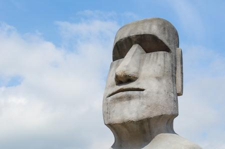 moai: Escultura de piedra de una estatua Moai Foto de archivo