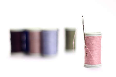 Different color spools of thread with needle. Zdjęcie Seryjne