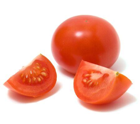 pomodoro: fette di pomodoro isolati su sfondo bianco
