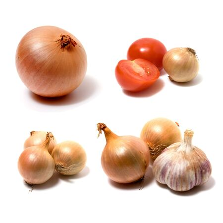 fresh garlic: garlic and onion isolated on white