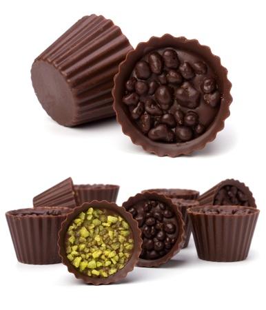 praline: chocolade pralines geïsoleerd op witte achtergrond