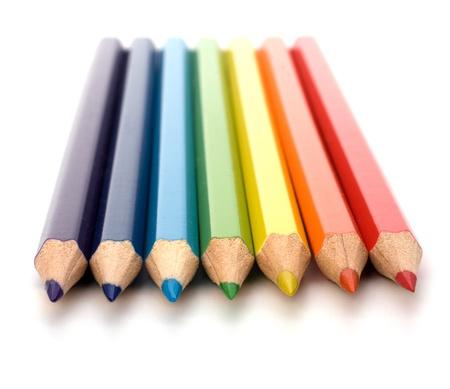 disegni a matita: Matite di colore isolati su sfondo bianco close up Archivio Fotografico