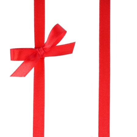 envolturas: Cinta de regalo festivo y arco aislados en blanco