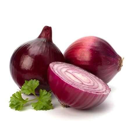 cebolla blanca: Rojo rodajas de cebolla y perejil bodeg�n aisladas sobre fondo blanco