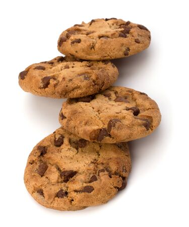 galleta de chocolate: Cookies de chocolate de reposter�a casera aisladas sobre fondo blanco