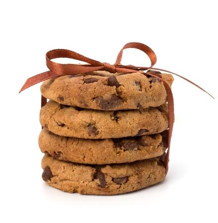 postres: Festivales envuelven galletas de chocolate de reposter�a aisladas sobre fondo blanco