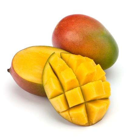 mango fruta: Frutos de mango aislado en fondo blanco