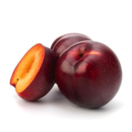 Prune rouge fruit isolé sur fond blanc Banque d'images