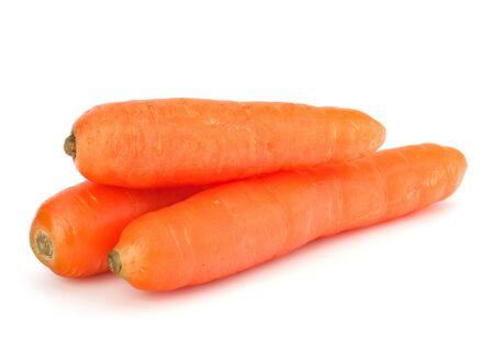 zanahoria: Tub�rculos de zanahoria aisladas sobre fondo blanco Foto de archivo