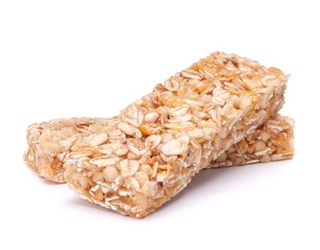 barra de cereal: Tentempiés saludables aisladas sobre fondo blanco