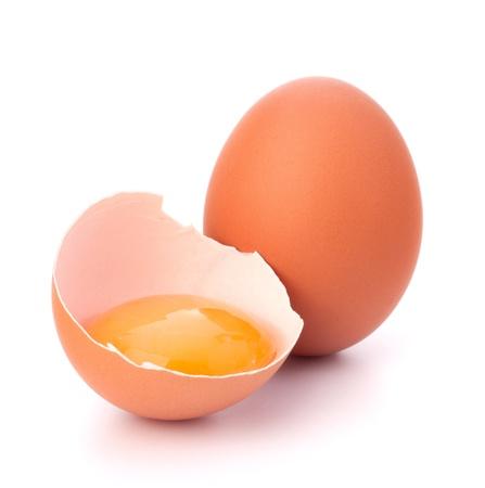 tojáshéj: Törött tojás elszigetelt fehér háttér