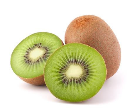 frutas tropicales: Fruta kiwi entero y sus segmentos aislados en fondo blanco recorte Foto de archivo