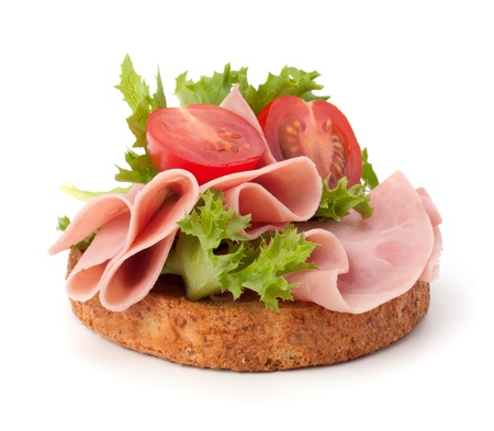 jamon: bocadillo saludable con jam�n ahumado y verduras aislados sobre fondo blanco