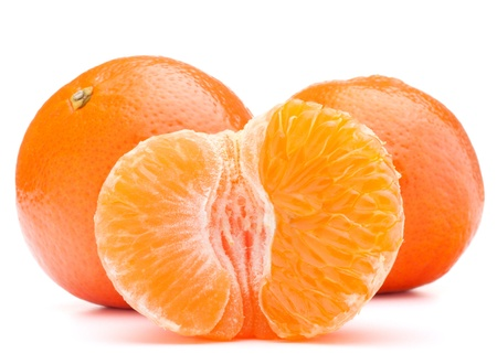 タンジェリンまたは白い背景の切り欠きに分離された果実