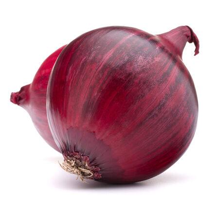 red onion: bulbo de la cebolla roja aislado en el fondo blanco recorte