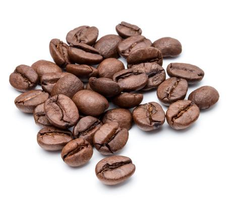 semilla de cafe: granos de café tostado aislados en fondo blanco recorte Foto de archivo