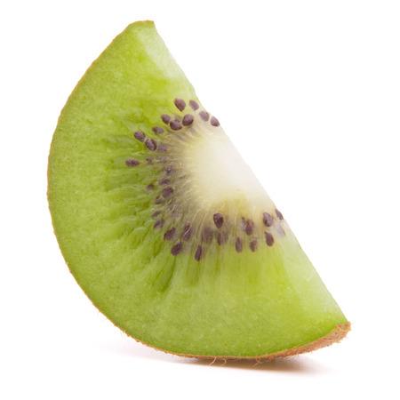 segmentar: Segmento de kiwi en rodajas aislado en el recorte de fondo blanco