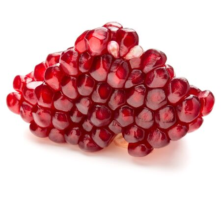 segmento: Segmento de fruta de la granada madura aisladas sobre fondo blanco