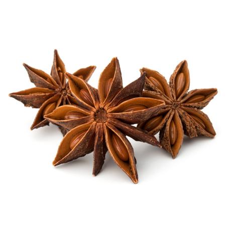 Frutta di stella anice spezie e semi isolato su sfondo bianco primo piano