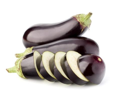 Aubergine ou aux légumes à l'aubergine isolé sur fond blanc découpe Banque d'images - 74916388