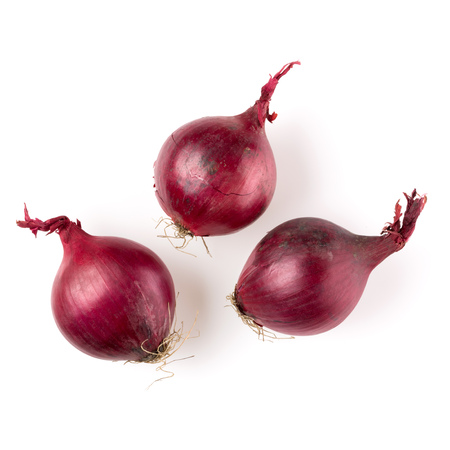 red onions isolated on white background cutout, top view Banque d'images - 115653660