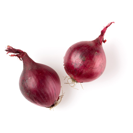 red onions isolated on white background cutout, top view Banque d'images - 115653797