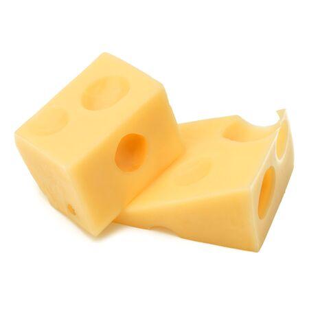 Blokjes kaas. Kaasblok geïsoleerd op een witte achtergrond knipsel