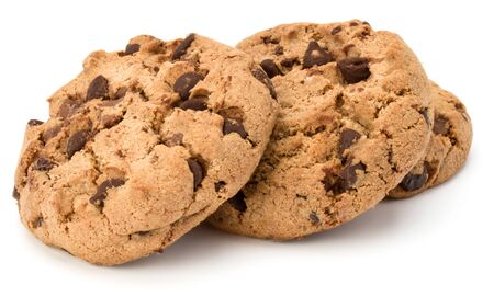 Tres galletas de chispas de chocolate aisladas sobre fondo blanco. Galletas dulces. Repostería casera. Foto de archivo