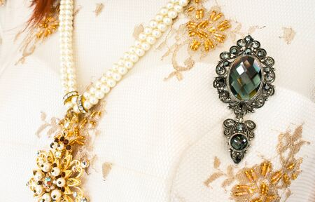 frippery: Brooch with Pearls