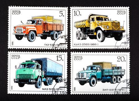 motor de carro: URSS - CIRCA 1986: una serie de sellos impresos en la URSS, muestra de camiones, alrededor de 1986 Editorial