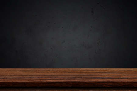 Empty wood table top with black background, Template mock up for display of product. Banque d'images