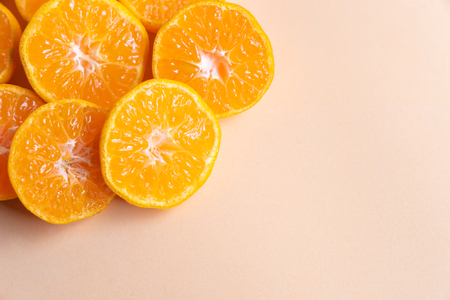 top view close up sliced fresh orange on cream background Imagens