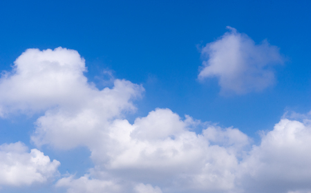 white cloud on blue sky with copy space on sky Imagens