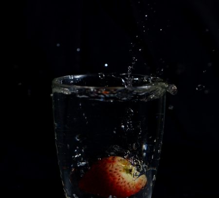 Fragola in vena di acqua splash