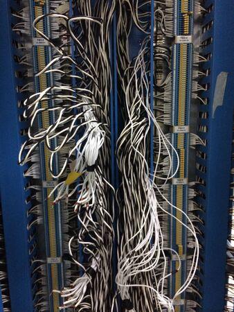 провода: Грязные электрический провод кабель с винтом Фото со стока