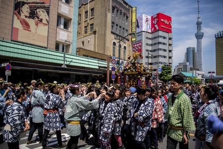 17 MAY 2015 Sanja Matsuri Sanja Festival At Sensoji Temple Tokyo Japan 에디토리얼